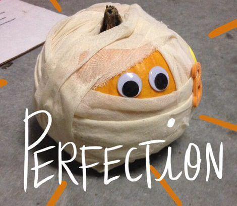 Ideas para decorar la calabaza de halloween una pajarita - Decorar calabazas infantiles ...